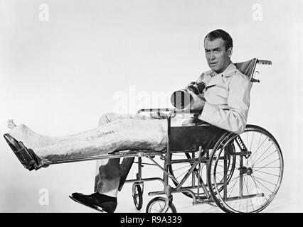Original film title: REAR WINDOW. English title: REAR WINDOW. Year: 1954. Director: ALFRED HITCHCOCK. Stars: JAMES STEWART. Credit: PARAMOUNT PICTURES / Album - Stock Photo