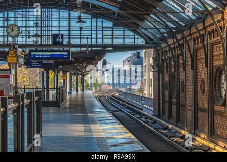 Hackescher Markt S-Bahn railway station. Historic brick interior & Platform. Mitte, Berlin - Stock Photo