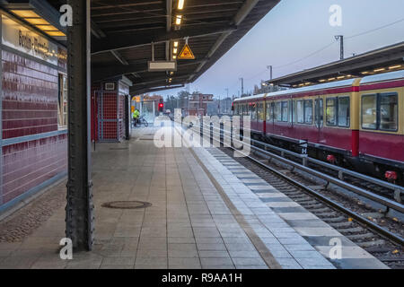 Berlin-Wannsee railway station platform. Important junction in the commuter transport network serving the S-bahn and Deutsche Bahn train services.     - Stock Photo