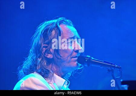 04. August 2017 - Roger Hodgson and Charles Roger Pomfret Hodgson, withbegrunder, former frontman, singer and songwriter of the British pop/rock band Supertramp at his concert at Holstenhalle 1 in Neumunster. The gig was part of the 'Breakfast in America' World Tour, hosted by the Schleswig-Holstein Music Festival. | August, the 4th, 2017 - Roger Hodgson aka Charles Roger Pomfret Hodgson, founder, prior frontman, singer and songwriter of British pop/rock band Supertramp at his concert in the Holstenhalle 1 in Neumuenster, Germany. The show is in the context of the Breakfast in America worl - Stock Photo