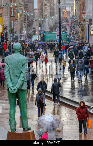 Glasgow, Scotland, UK. 22nd December, 2018. On a wet 'Super Saturday' thousands of Christmas shoppers came to Glasgow city centre to take advantage of the early sales in Glasgow's Style Mile, (Buchanan Street) and many also visited the international food fayre and funfair in the city centre's George Square Credit: Findlay/Alamy Live News - Stock Photo