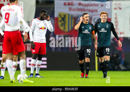Leipzig, Germany. 22nd Dec, 2018. Soccer: Bundesliga, 17th matchday, RB Leipzig - Werder Bremen in the Red Bull Arena Leipzig. Bremen's players Max Kruse and scorer Josh Sargent (r) cheer after the follow-up goal to 2-2. Credit: Jan Woitas/dpa-Zentralbild/dpa - IMPORTANT NOTE: In accordance with the requirements of the DFL Deutsche Fußball Liga or the DFB Deutscher Fußball-Bund, it is prohibited to use or have used photographs taken in the stadium and/or the match in the form of sequence images and/or video-like photo sequences./dpa/Alamy Live News - Stock Photo