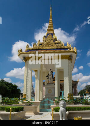 Equestrian statue of King Norodom (1834-1904) completed by French artist Eude in 1875 in Paris and placed on the pagoda grounds in 1892 Phnom Penh Cam - Stock Photo