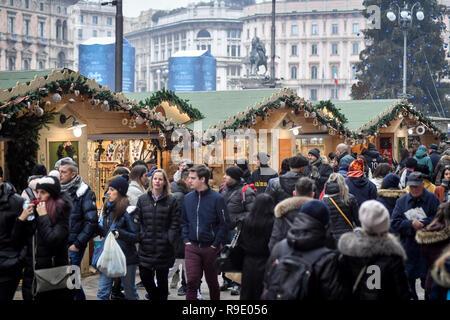 Milan, Italy. 23rd Dec, 2018. Christmas shopping Credit: LaPresse/Alamy Live News - Stock Photo