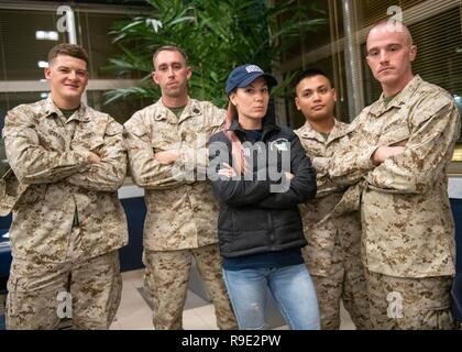 Manama, Bahrain. 21st Dec, 2018. Comedian Jessiemae Peluso poses with Marines during the Joint Chiefs USO Christmas Show for deployed service members at Naval Support Activity Bahrain December 22, 2018 in Manama, Bahrain. This year's entertainers include actors Milo Ventimiglia, Wilmer Valderrama, DJ J Dayz, Fittest Man on Earth Matt Fraser, 3-time Olympic Gold Medalist Shaun White, Country Music Singer Kellie Pickler, and comedian Jessiemae Peluso. Credit: Planetpix/Alamy Live News - Stock Photo