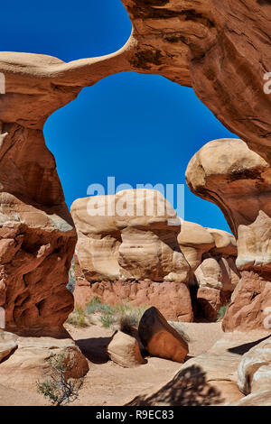 Metate Arch in Devils Garden, Grand Staircase-Escalante National Monument, Utah, USA, North America     Metate Arch in Devils Garden, Grand Staircase- - Stock Photo