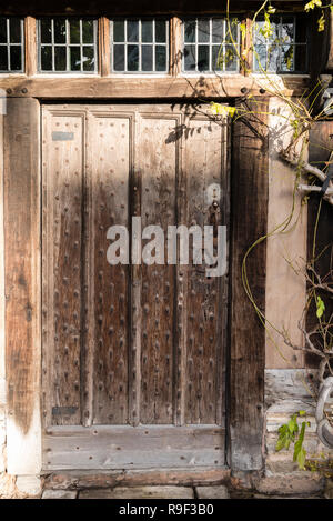Oak entrance door and surround at Hall's Croft, Old Town, Stratford upon Avon, with leaded clerestorey windows above. - Stock Photo