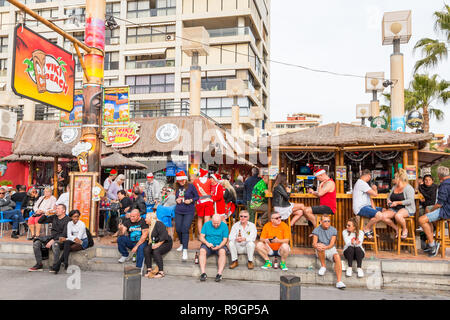Benidorm, Costa Blanca, Spain, 25th December 2018. British tourists dress for the occasion on Christmas Day in this favourite getaway destination for Brits escaping the cold weather at home. Temperatures will be in the mid to high 20's Celsius today in this mediterranean hotspot. - Stock Photo