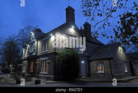 Walton Arms Pub at dusk, 148 Old Chester Rd, Higher Walton, Warrington, Cheshire, North West England, UK,  WA4 6TG - Stock Photo