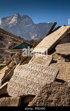 Nepal, Everest Base Camp Trek, Khumjung village centre, mani wall - Stock Photo