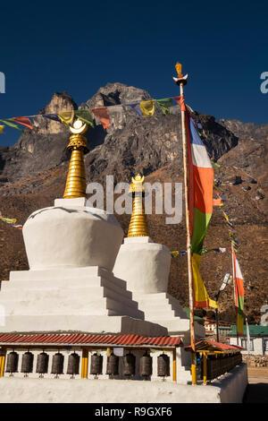 Nepal, Everest Base Camp Trek, Khumjung, traditional white Buddhist chortens below Mount Thame (3650m) - Stock Photo