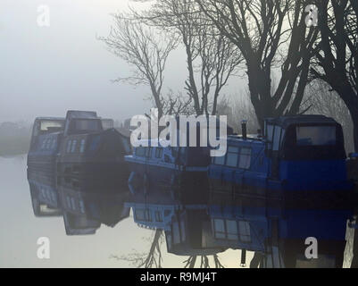 Burscough, Lancashire, UK, 26th December, 2018.   Mist rises from the Leeds and Liverpool Canal over the Crabtree Lane Moorings near Burscough as the sun comes up on Boxing Day morning 2018   Credit: Colin Wareing/Alamy Live News - Stock Photo