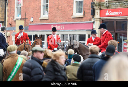 Crowds gather in the Market Square in Oakham. The Cottesmore Hunt Boxing Day Meet in Oakham, Wednesday 26 December 2018 © 2018 Nico Morgan. All Rights Reserved - Stock Photo