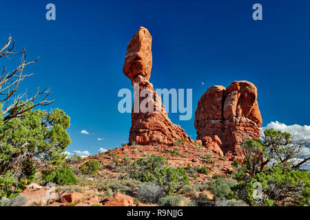 Balanced Rock in Arches National Park, Moab, Utah, USA, North America