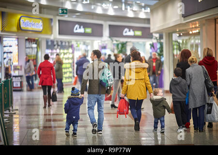LOWRY Outlet Mall shopping centre at MediacityUK in Salford Quays, family shopping inside - Stock Photo