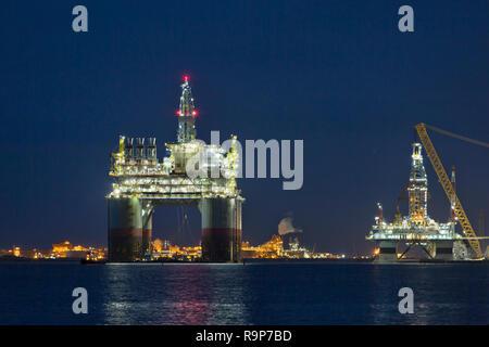 'Big Foot'  Chevron's Deep Ocean Platform, Kiewit Offshore, departing Ingleside Bay. - Stock Photo