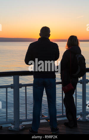 Bournemouth, Dorset, UK. 27th Dec, 2018. Beautiful sunset over Bournemouth beach at the end of a lovely sunny day, as visitors head to the pier and beach to watch the sun go down. Credit: Carolyn Jenkins/Alamy Live News - Stock Photo