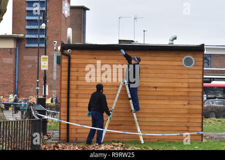 Turnpike Lane, London, UK. 28th Nov, 2018. Police officers searching in Ducketts Common after a London bus was shot at with a firearm at Turnpike Lane bus station at 00.24am Credit: Matthew Chattle/Alamy Live News - Stock Photo