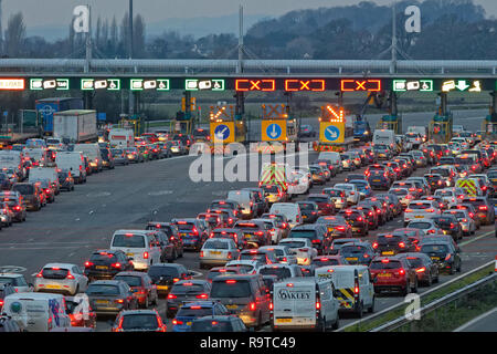 Pictured: Long queues of cars at the Severn Bridge tolls on the westbound carriageway of the M4 in south Wales, UK. Friday 14 December 2018 Re: Work t - Stock Photo