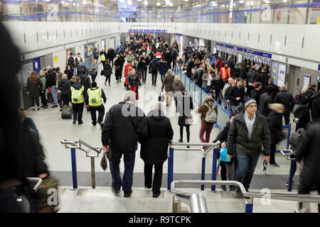 Passengers people commuters travellers buying tickets and walking inside Kings Cross railway station in London England UK  KATHY DEWITT - Stock Photo