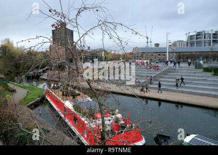 A boat moored at Regents Canal near Coal Drops Yard & Granary Square in winter in the Kings Cross area of  London NC1 England UK    KATHY DEWITT - Stock Photo
