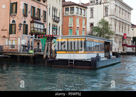 San Marcuola Casinó waterbus stop on the Grand Canal (Canal Grande) in Venice, Italy. - Stock Photo