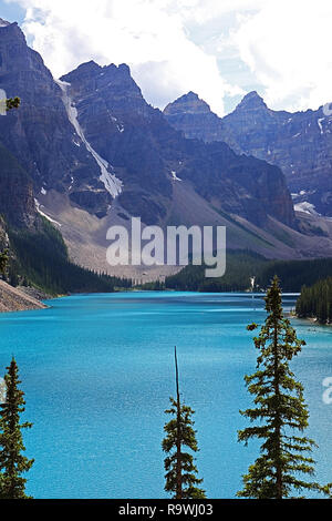 Morraine Lake is a glacier-fed lake in Banff National Park in the Canadian Rockies, - Stock Photo