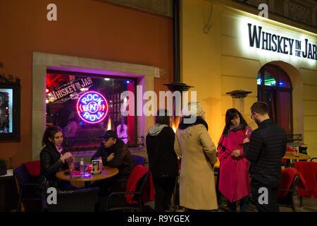 11.11.2018, Poznan, Grosspolen, Polen - Menschen am Alten Markt (Stary Rynek) in der Altstadt. 00A181111D037CARO.JPG [MODEL RELEASE: NO, PROPERTY RELE - Stock Photo