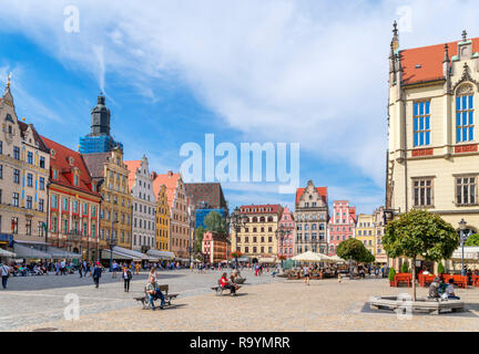 Wroclaw, Old Town (Stare Miasto). Shops and cafes on Market Square (Rynek we Wrocławiu), Wroclaw, Silesia, Poland - Stock Photo