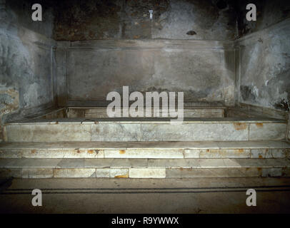 Italy. Pompeii. The Forum thermal baths. Public baths, edificated immediately after the founding of the colony (after 80 BC). They were subdivided into men's and women's section. Room of the 'calidarium' with its hot water bath. Marble pool. Campania. - Stock Photo
