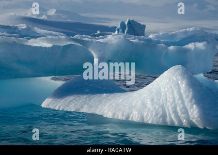 Antarctica, Antarctic peninsula, Gerlach Straight, Wilhelmina Bay in the Enterprise Island area. - Stock Photo