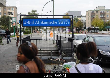 03.10.2011, Berlin, Deutschland, Europa - Zugang zum U-Bahnhof Afrikanische Strasse in Berlin-Wedding. 0SL111003D006CARO.JPG [MODEL RELEASE: NO, PROPE - Stock Photo