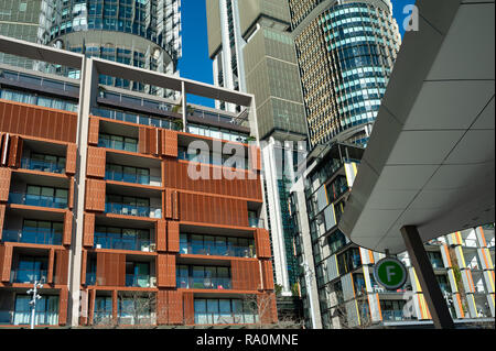 16.09.2018, Sydney, New South Wales, Australien - Ein Blick auf moderne Wohngebaeude, Buerotuerme und Restaurants entlang der Fussgaengerzone am Wulug - Stock Photo