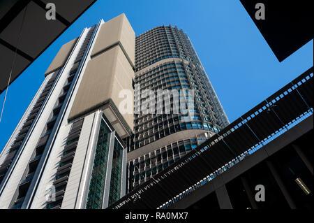 17.09.2018, Sydney, New South Wales, Australien - Ein Blick auf die modernen Buerotuerme der International Towers in Barangaroo South am Ufer des Darl - Stock Photo