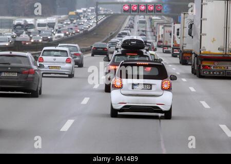 10.02.2018, Bayern, Holzkirchen, Deutschland, hohes Verkehrsaufkommen auf der A8. 00S180210D102CARO.JPG [MODEL RELEASE: NOT APPLICABLE, PROPERTY RELEA - Stock Photo