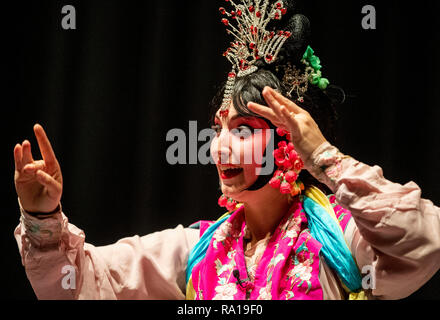 New York, USA. 15th Nov, 2018. Carrie Feyerabend is seen during a rehearsal at Binghamton University (BU) in Binghamton, New York State, the United States, on Nov. 15, 2018. Feyerabend is one of the U.S. and Chinese artists from the Confucius Institute of Chinese Opera (CICO) at Binghamton University (BU) who were featured in the incredible show of the 'Amazing Chinese Opera' in mid-November as the closing event of the university's International Education Week, an annual initiative to celebrate and promote international education and exchange. Credit: Xinhua/Alamy Live News - Stock Photo