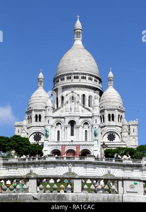 """Paris, France. 22nd Dec, 2018. Basilica of the Sacred Heart of Paris, more commonly known as Sacré-CÅ""""ur, seen in Montmartre, Paris. Credit: Keith Mayhew/SOPA Images/ZUMA Wire/Alamy Live News - Stock Photo"""