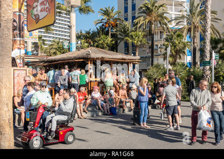 Benidorm, Spain. 30 December 2018. British tourists mix with locals on the beaches and in the bars and restaurants as they escape the cold British weather and head south to Spain. High temperatures meant that the beaches were busy from early morning with families enjoying the calm sea and temps of about 17 Celsius. Hotel occupancy is 90% for the Christmas and New Year period in this popular Spanish resort. Credit: Mick Flynn/Alamy Live News - Stock Photo