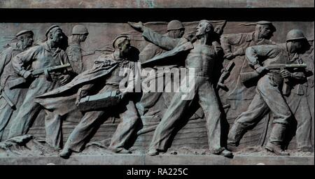 Monument to Unknown Sailor. It was erected in 1960 in honour of all Soviet sailors of the Black Sea Fleet who died in the defense and liberation of Odessa during the Great Patriotic War. Detail of a bas-relief in bronze, depictinf Russian soldiers fighting against the Germans, 1941. Sculptor: M. Naruzetsky. Architects: G. Topuz and P. Tomilin. Odessa, Ukraine. - Stock Photo