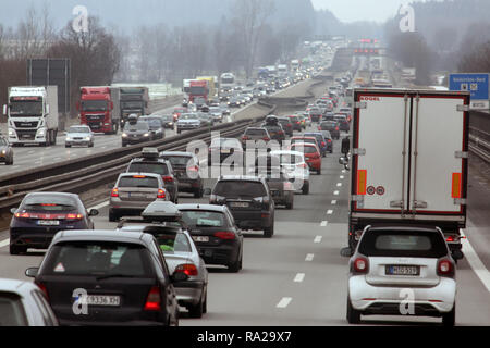 10.02.2018, Bayern, Holzkirchen, Deutschland, hohes Verkehrsaufkommen auf der A8 in Richtung Sueden. 00S180210D104CARO.JPG [MODEL RELEASE: NOT APPLICA - Stock Photo