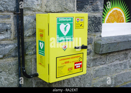 Defibrillator installed outside a shop in Betws y Coed North Wales for use by the public in treating heart attack patients supplied by Ashley Jolly - Stock Photo