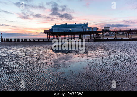 Cleethorpes, Lincolnshire, UK. 31st Dec, 2018. UK Weather: Red sunrise skies in Cleethorpes, Lincolnshire, East Coast, UK. 31st Dec, 2018. Red sky making the perfect backdrop to Cleethorpes Pier with partial cloud. Credit: Tommy (Louth)/Alamy Live News - Stock Photo