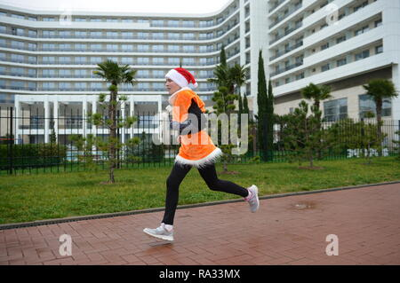 Sochi, Russia. 31st Dec, 2018. SOCHI, RUSSIA - DECEMBER 31, 2018: A young man takes part in a mass run in Imeretinskaya Embankment on New Year's Eve. Artur Lebedev/TASS Credit: ITAR-TASS News Agency/Alamy Live News - Stock Photo