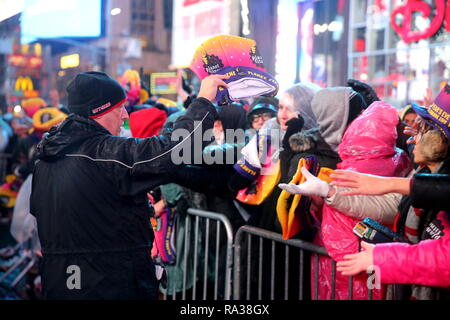 New York, USA. 31st Dec 2018. The Times Square New Year's Eve ball ready for 2019 Credit: Itzik Roytman/Alamy Live News - Stock Photo