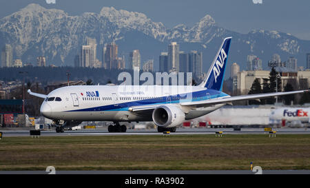 Richmond, British Columbia, Canada. 31st Dec, 2018. An ANA All Nippon Airways Boeing 787-9 Dreamliner (JA887A) wide-body jet airliner takes off from Vancouver International Airport. Credit: Bayne Stanley/ZUMA Wire/Alamy Live News - Stock Photo