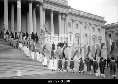 Woman suffrage picketers with banners at the U.S. Capitol ca. 1917 - Stock Photo