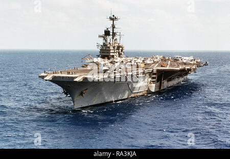 1979 - Port bow view of the aircraft carrier USS INDEPENDENCE (CV-62) underway while headed from Saint Thomas, Virgin Islands, to Norfolk, VA. - Stock Photo