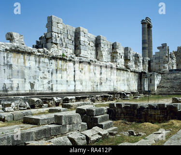 Turkey. Didyma. Temple of Apollo. It was built in the 6th century BC and destroyed by the Persians to punish the Milletans for their rebellion. In 334 BC Alexander the Great liberated the cities of Ionia and ordered the enlargement of the temple. Partial view of the chresmographeion (store of oracles). Anatolia. - Stock Photo