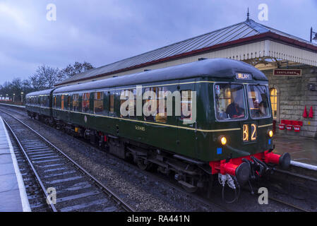 1960's diesel multiple uint train. Winter evening at Ramsbottom station on the East Lancashire Railway. - Stock Photo
