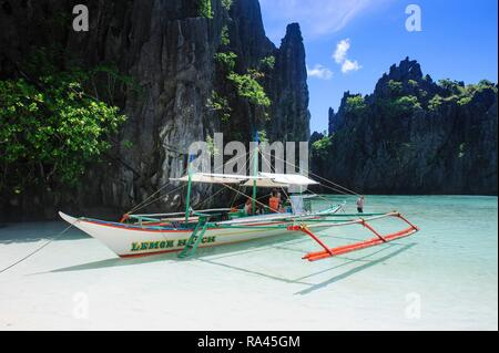 Outrigger boat on the beach, El Nido, Bacuit archipelago, Palawan, Philippines - Stock Photo